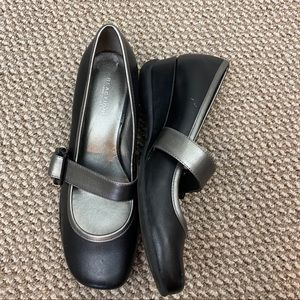 KENNETH COLE REACTION VERY MARY JANE SHOES